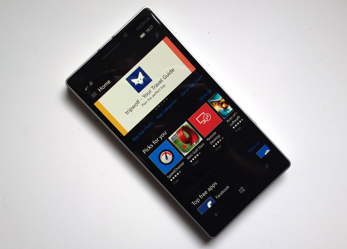 Lumia 930 running Windows 10 Mobile mid August 2015