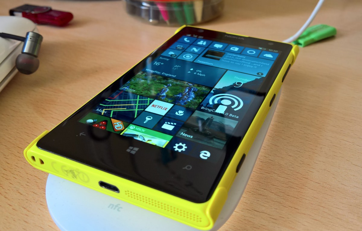Lumia 1020 on Qi charge under Windows 10 Mobile