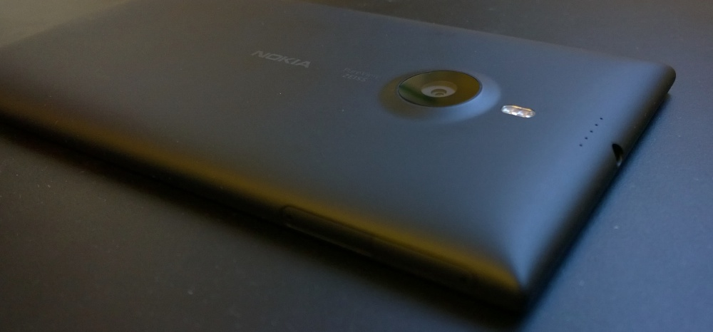 Lumia 1520 rear and camera hump