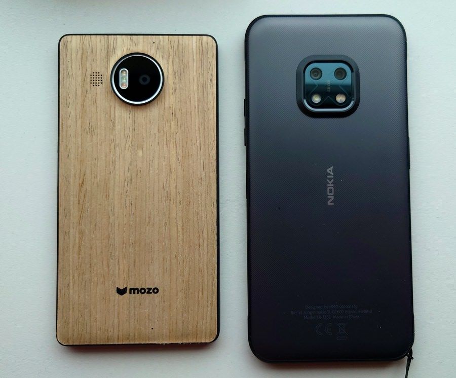 Backs, Nokia XR20
