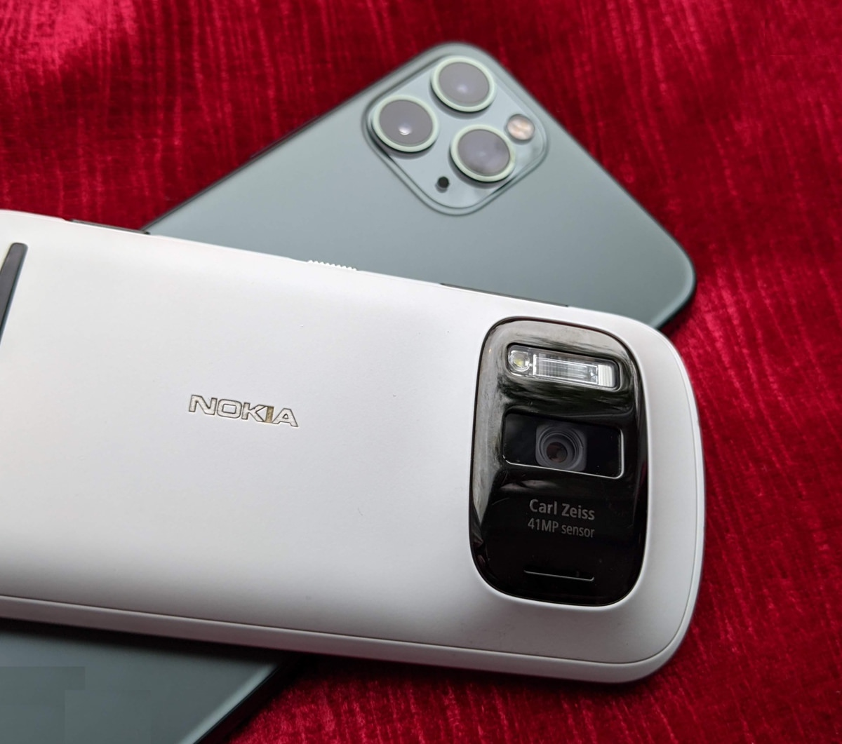 Nokia 808 and iPhone 11 Pro