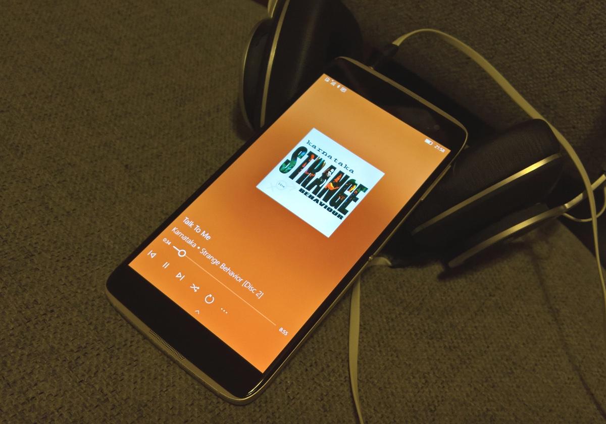 IDOL 4 Pro with headphones