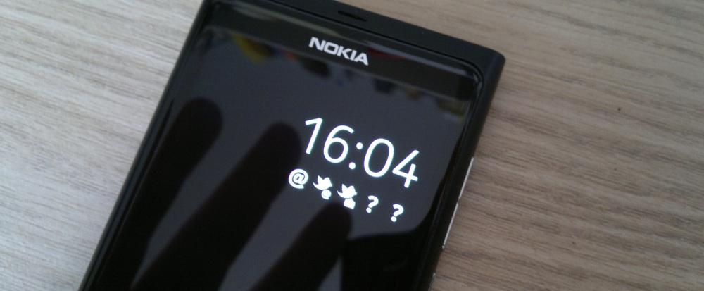 Nokia N9 AMOLED always-on clock