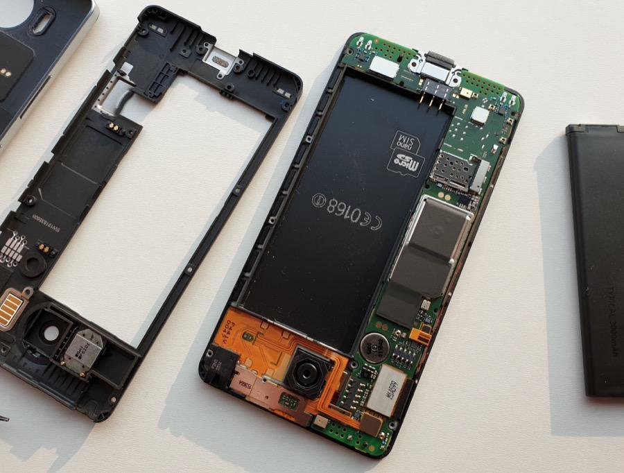 Lumia 950 in bits!
