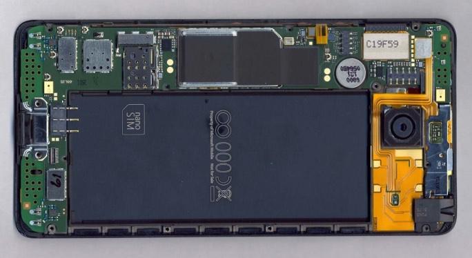 Internals shot of the Lumia 950