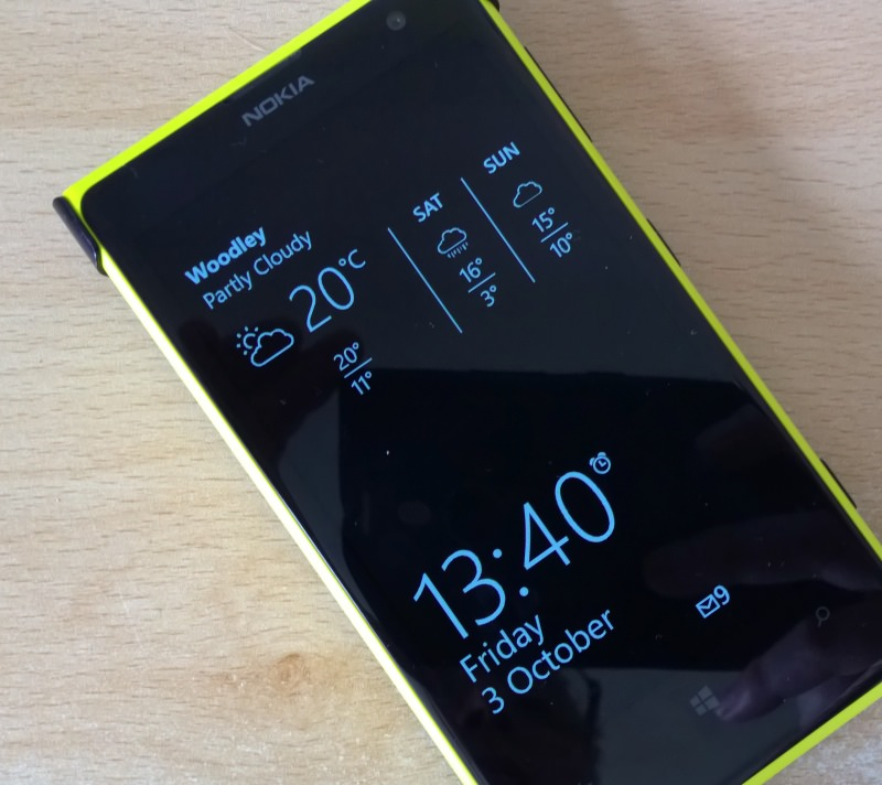 Lumia 1020 with Glance weather