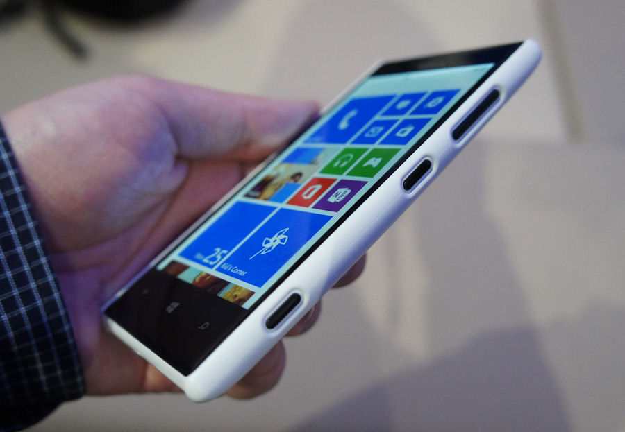 The Lumia 720 in the new wireless charging shell