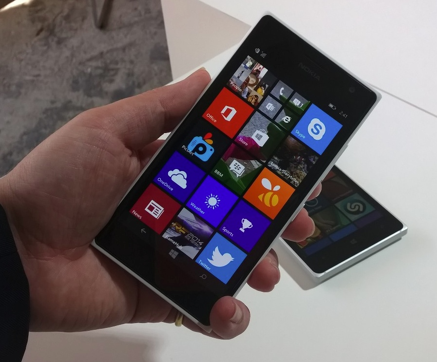 Lumia 730/735 from the front