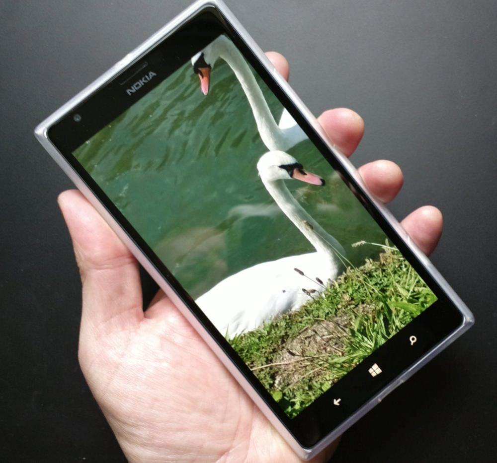 Lumia 1520 in a minimalist TPU case