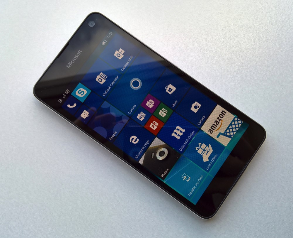 Lumia 650 front view