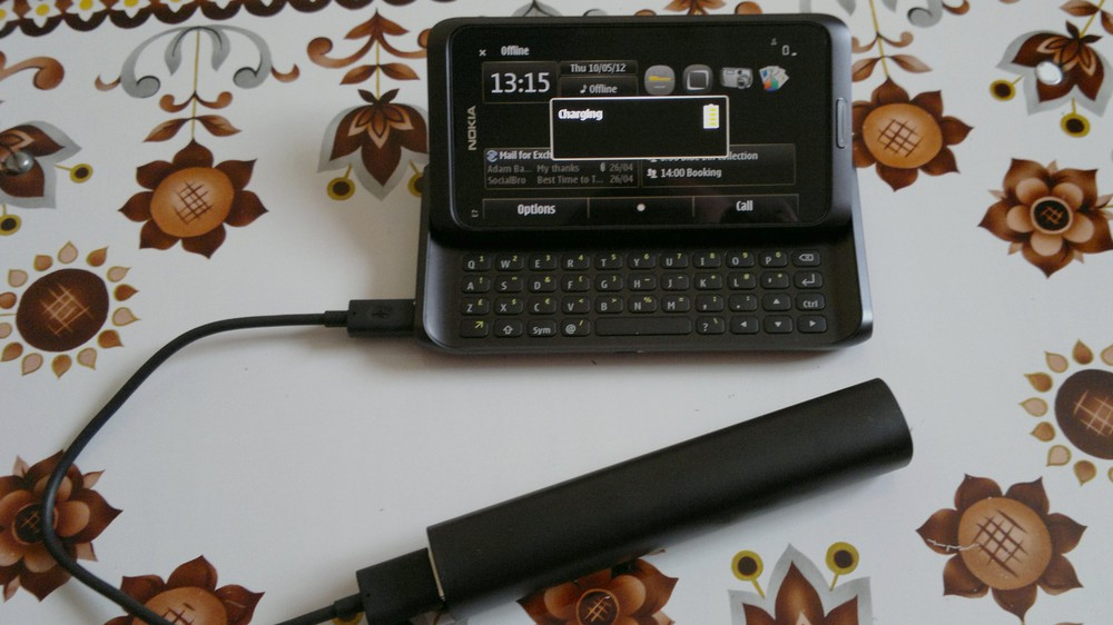 Charging a Nokia E7-00
