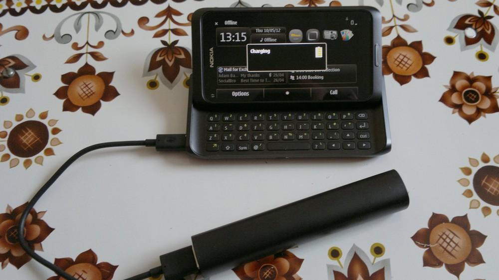 Charging a Nokia E7-00