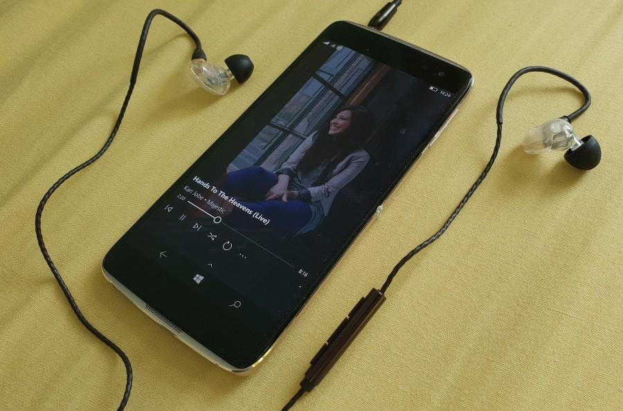 B200 headset