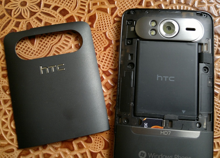 HTC HD7 battery bay