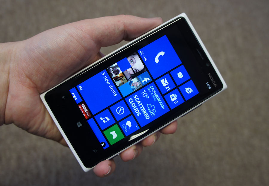 Full Review: Nokia Lumia 920 hardware